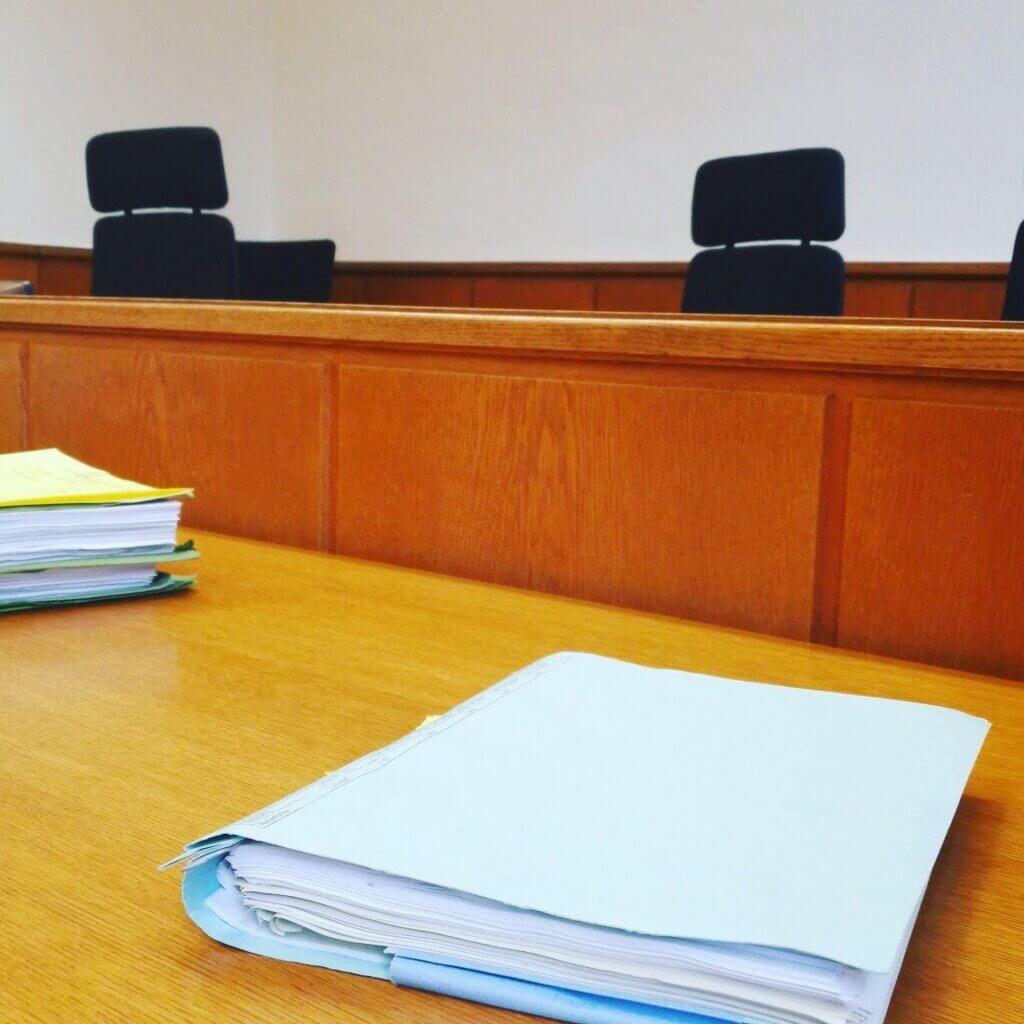 Gerichtsverhandlung nach Klage